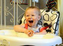 Manger avec bébé