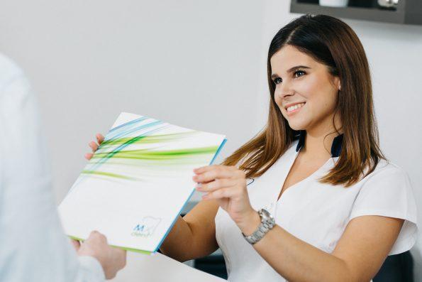 Prix Implant Dentaire : Comparatif France vs Hongrie